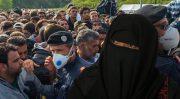 Thessaloniki: Migranten benutzen Kind als Rammbock gegen Polizeisperre