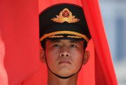 China schreitet durch Chaos und Bedrohungen voran